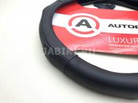 Оплетка руля кожаная AUTOPROFI AP-1020 BK M черная с вставками бугорками