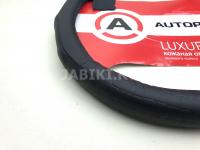 Оплетка руля кожаная AUTOPROFI AP-1040 BK M черная ребристая с вставками под крокодила